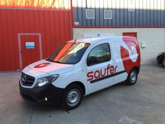 Uno de los vehículos de Saufer, en Lleida