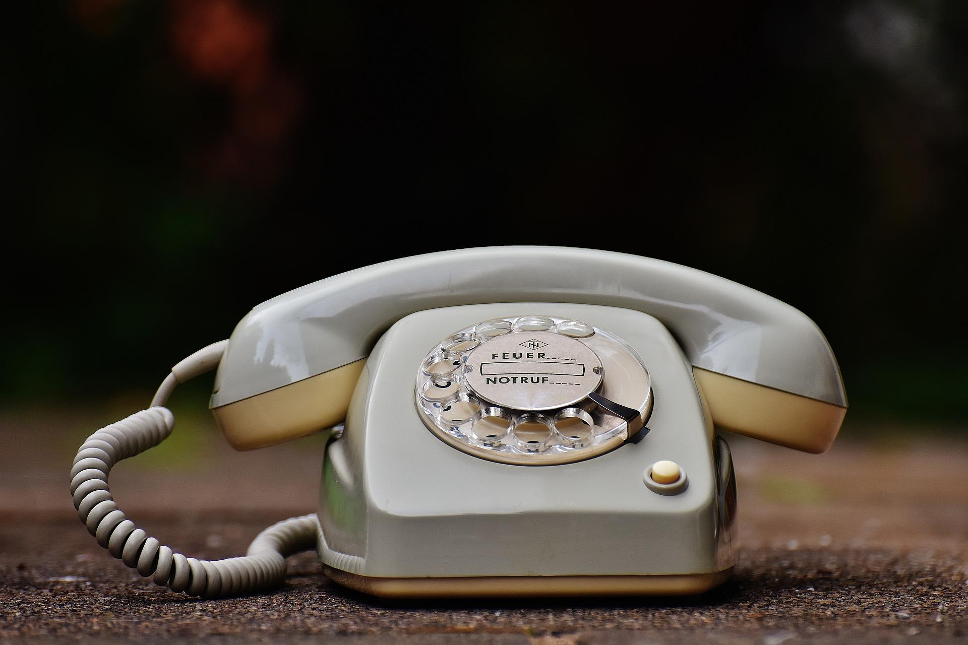 ejemplos de atención al cliente por teléfono