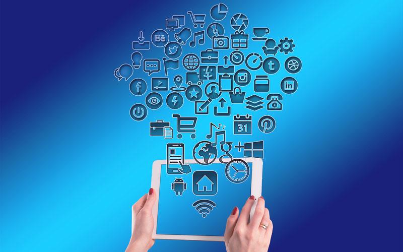 ¿Cómo atendemos a un cliente a través de Internet?